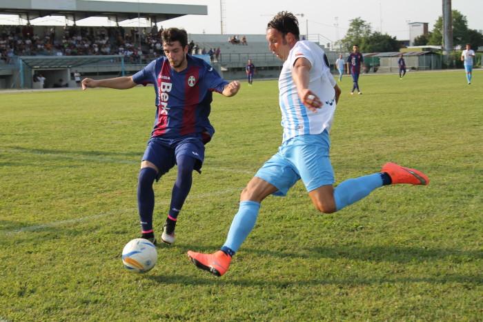 Cesca all'attacco nella sfida del  Trofeo Regione Veneto (foto Acd Treviso)