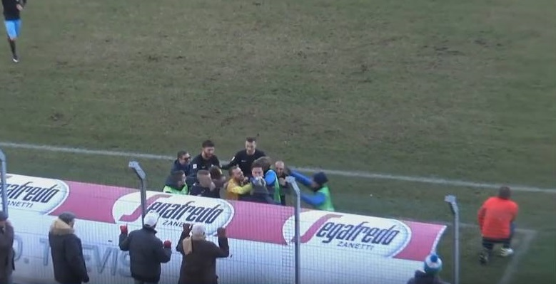 Pala isolato durante l'esultanza di Treviso-Caerano: per i tifosi una prova della spaccatura interna