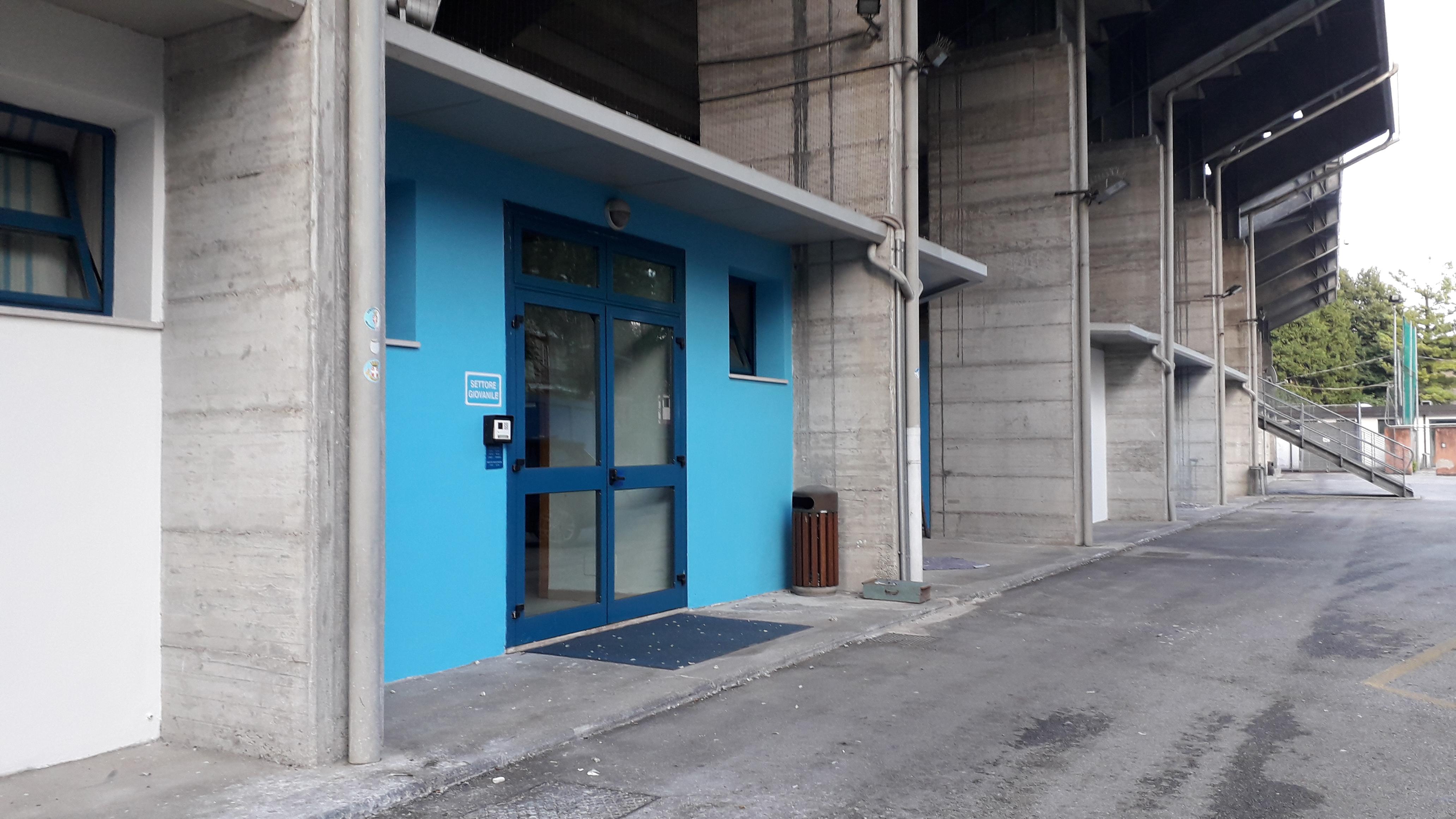 Un tocco di biancoceleste per gli uffici collocati sotto la tribuna del Tenni