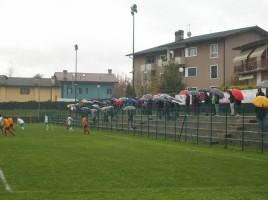 """Una visuale del campo con i gradoni del campo sportivo di Cavrzano, denominato """"Camp De Nogher"""" (foto venetogol.it)"""