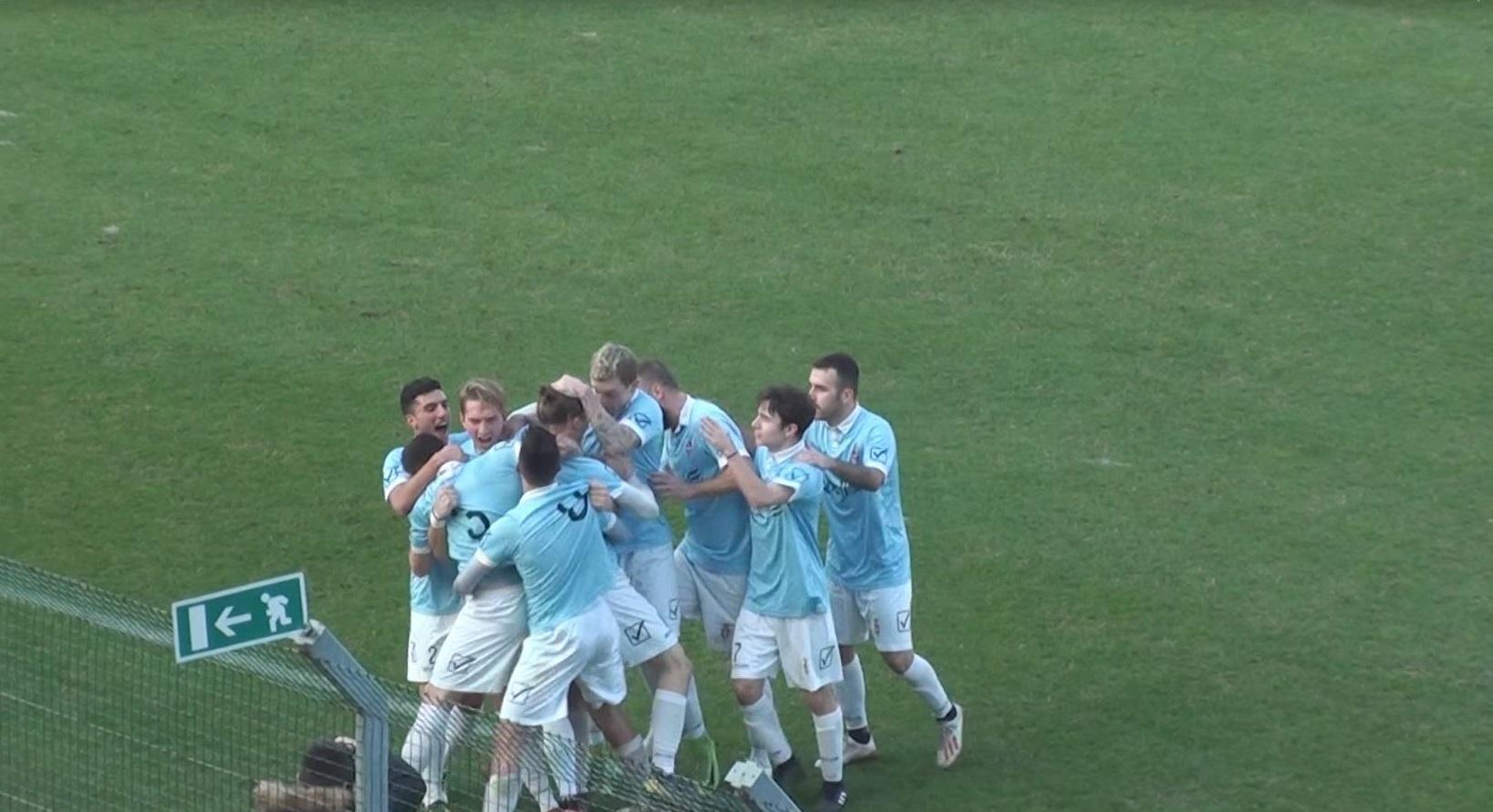 L'esultanza collettiva dopo il gol di Paladin